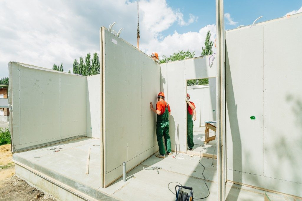 A building being made with precast concrete