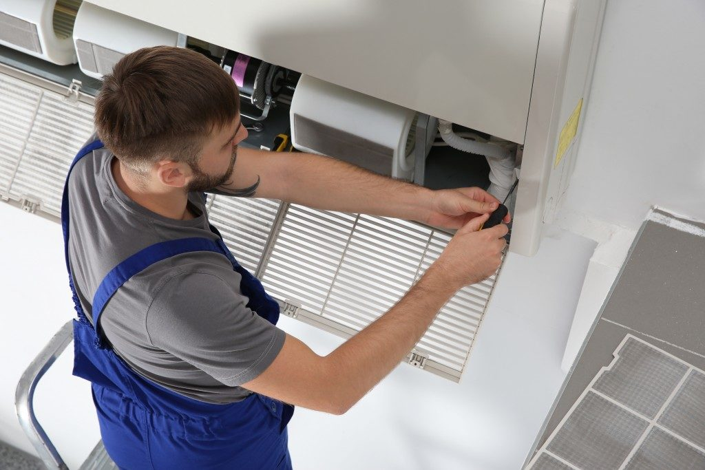 Male technician repairing the aircon