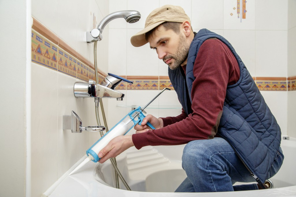 When Should You Refinish Or Replace An Old Bathtub