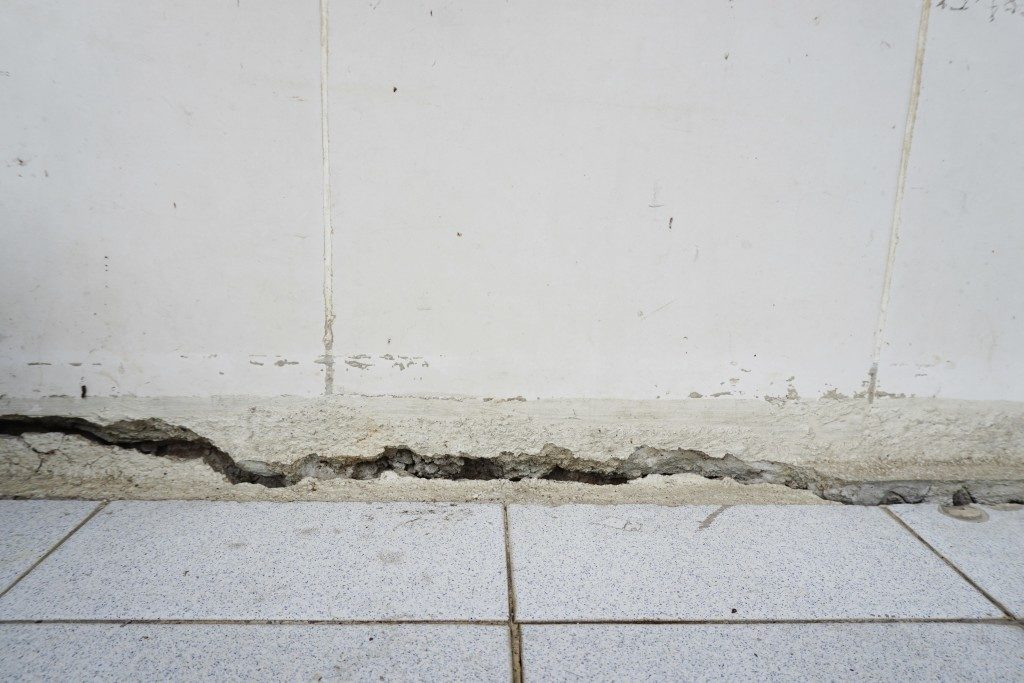crack in the lower part of concrete wall