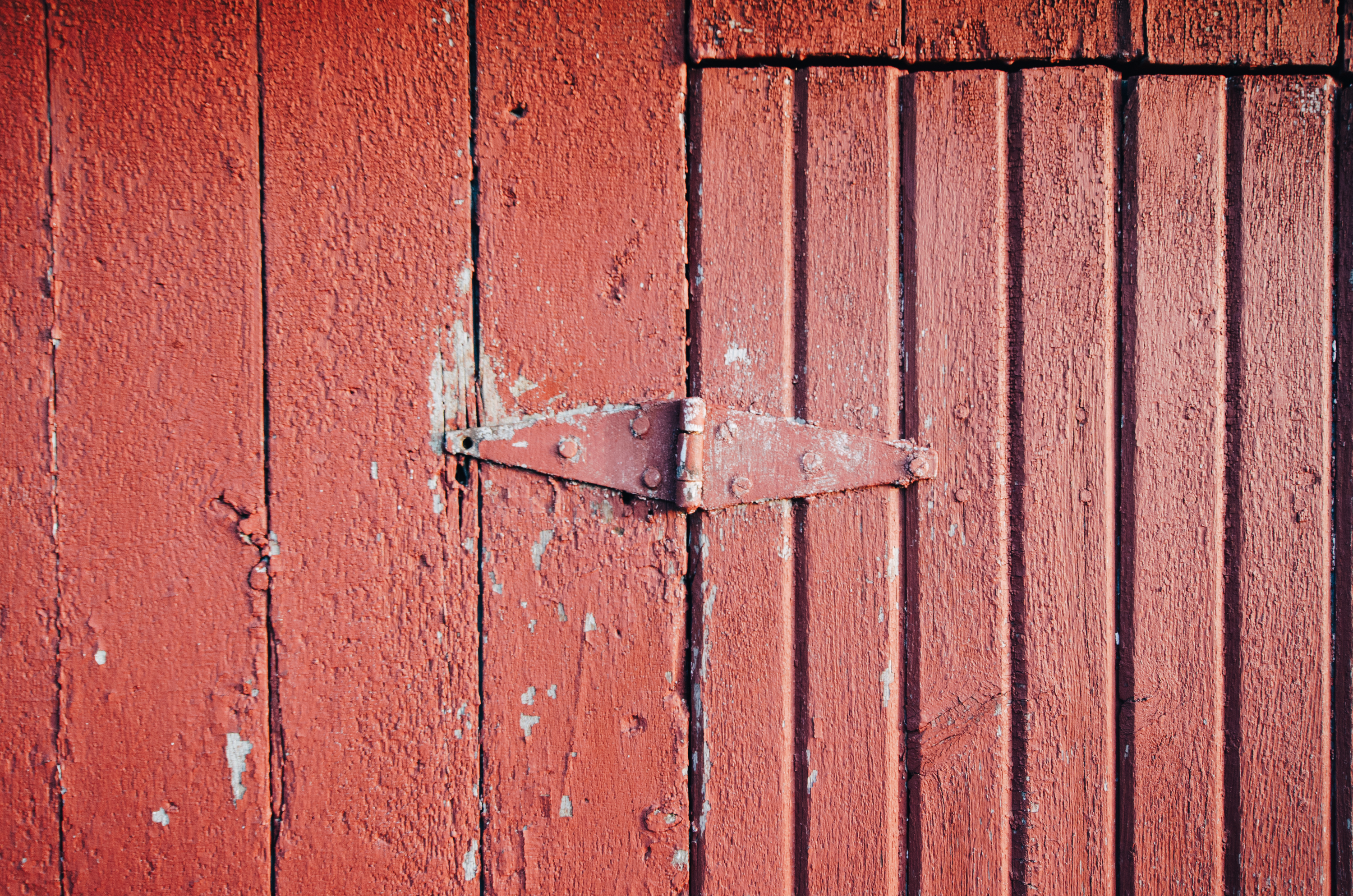 Red door hinge